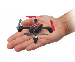 Micro Quadcopter in Hand